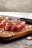 Grillen Sie Rib Eye Steak, trockenes gealtertes Wagyu-Mittelrippe vom Rind-Steak lizenzfreie stockbilder