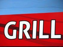 Grillen Sie Schreiben am roten Tisch mit blauem Hintergrund Lizenzfreies Stockfoto