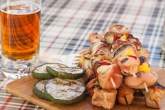 Grillen von shashlik Lizenzfreies Stockfoto