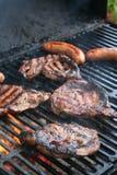 Griller la viande Photographie stock