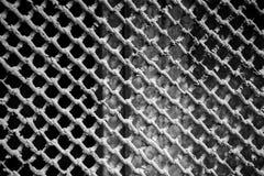 Grilles ou gril protectrices en métal sur la fenêtre de sous-sol image libre de droits