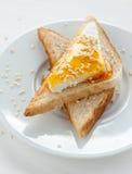 Grillez avec le fromage blanc, le sésame et le miel Photographie stock