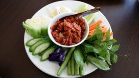 Grillez la crevette rose avec des piments, crevette de piment, phrik de Nam, modèle de vertu Goong Siab, Nam Prik Kung Siab de Na Photo libre de droits