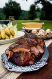 Grillez tout entier les nervures à un dîner extérieur d'automne Image stock