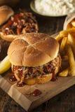 Grillfest dragen grisköttsmörgås Royaltyfri Bild