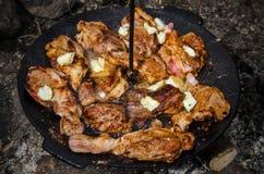 Grillfest med griskött- och fårsmör Arkivfoton