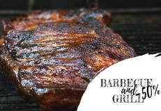 Grillfest på gallret Grilla på extra- stöd för griskött som bästa sikt Arkivbild