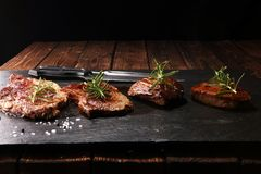 Grillfest Rib Eye Steak - torr åldrig Wagyu entrecôtebiff arkivfoton