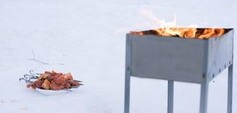 Grillfest som lagas mat för att laga mat på gallret Arkivbilder