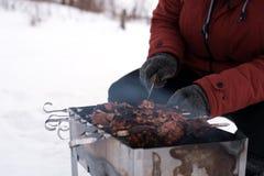 Grillfest som lagas mat för att laga mat på gallret Arkivbild