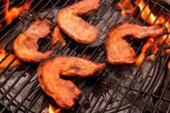 Grillfestkött med flammor Royaltyfri Bild