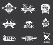 Grillfestlogo på svart bakgrund Arkivfoto