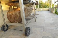 Grillfestvagn med korgar Fotografering för Bildbyråer