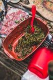 Grillgewürz von der Petersilie und von der roten Soße Selektiver Fokus Stockfoto