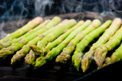 Grilling asparagus Royalty Free Stock Photography