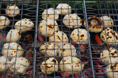 Grilling Champignons Royalty Free Stock Photography