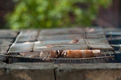 Grillkebab auf einem Messingarbeiter Stockfotos