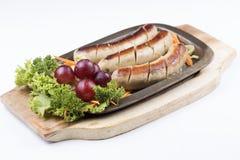 Grillwurst und -gemüse lizenzfreies stockfoto