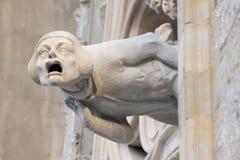 Grimace sur la façade d'église Photo stock