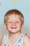 Grimaces drôles de bébé Image stock