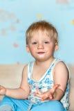 Grimaces drôles de bébé Photographie stock libre de droits