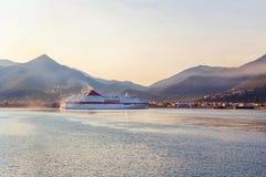 Grimaldi Minoan allinea girare ad alta velocità della nave Fotografia Stock