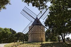 Grimaud, 17世纪圣徒Roch的风车,普罗旺斯,法国 免版税库存图片