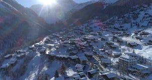 Grimentz冬天后面旅行-空中4K 股票录像