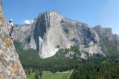 Grimpeur dans Yosemite Images libres de droits