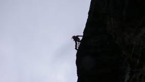 Grimpeur de roche dans les Alpes suisses Image stock