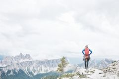 Grimpeur de roche en dolomites Photo stock