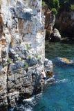 Grimpeur et océan photographie stock libre de droits
