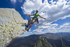 Grimpeur sur le sommet. Photos libres de droits