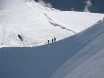 Grimpeurs dans les Alpes français Photos stock