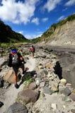 Grimpeurs de montagne de Pinatubo de support Photographie stock