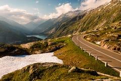 Grimselpass-Ansicht der Straße, Alpen, Raterichsbodensee Lizenzfreies Stockbild