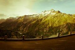 Grimselpass e lago Grimselsee nelle alpi svizzere Immagini Stock Libere da Diritti