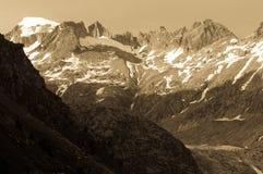 Grimselpass e lago Grimselsee nelle alpi svizzere Immagine Stock Libera da Diritti