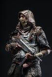 Grimy оставшийся в живых с домодельными оружиями Стоковое Изображение