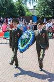 Grinalda-colocação e cerimonia comemorativa no Dia da Independência do Republic of Belarus Gomel região no 3 de julho de 2016 Imagem de Stock
