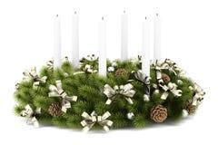 Grinalda da decoração da tabela do Natal com velas no branco ilustração royalty free