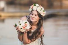 Grinalda da menina e da flor Foto de Stock