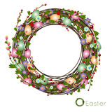 Grinalda da Páscoa de ovos e de flores coloridos Fotografia de Stock