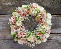 Grinalda das rosas foto de stock royalty free