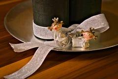 Grinalda do advento, quatro velas, duas princesas imagem de stock