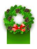 Grinalda do Natal com curva e pinecones vermelhos Fotos de Stock Royalty Free