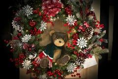Grinalda do Natal com Teddy Bear fotos de stock