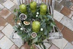 Grinalda do Natal com velas verdes Fotografia de Stock