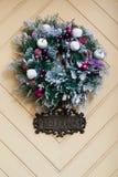 Grinalda do Natal - Front Door Decor imagem de stock royalty free