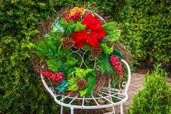 Grinalda do Natal na cadeira Foto de Stock